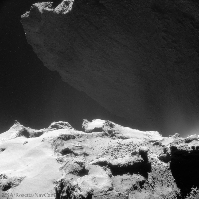 Looming67P_Rosetta_960
