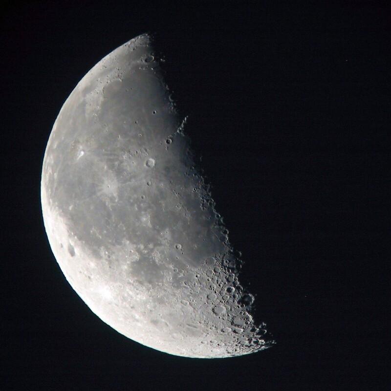 https://i1.wp.com/www.astrosurf.com/carreira/img/lua/lua_sky90_20041005_0653_t.jpg