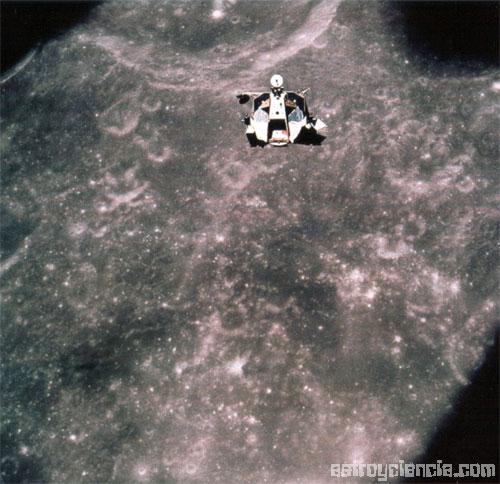 Módulo Lunar escapando de la Luna
