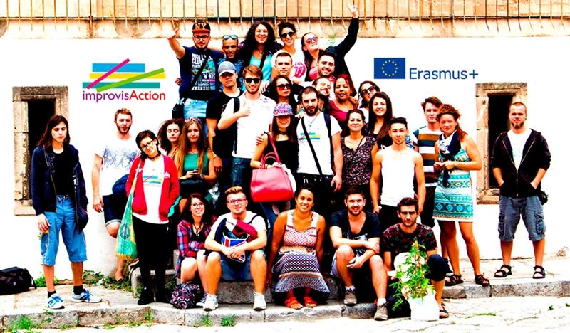 gruppo di giovani in uno scambio Erasmus+ dal titolo ImprovisAction
