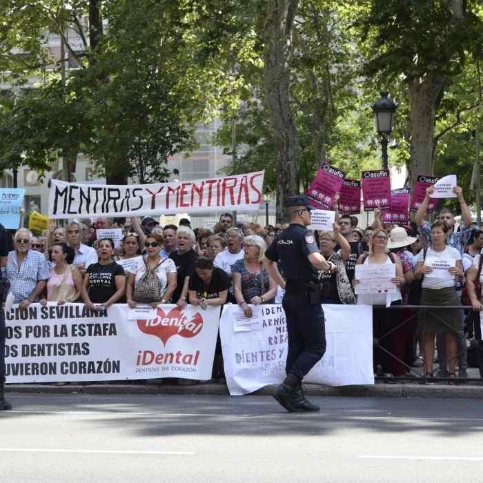 iDENTAL: ASUFIN con los afectados en la protesta de Madrid