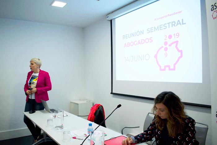 Patricia Suárez, presidenta de ASUFIN y Rosana Organista, secretaria general de ASUFIN.