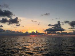 Die Sonne geht auf.