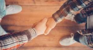 Satu Syarat saja Berjabat Tangan Laki-Perempuan