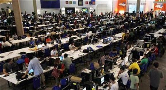"""People surf the web during a """"Campus Party"""" Internet users gathering in Sao Paulo"""