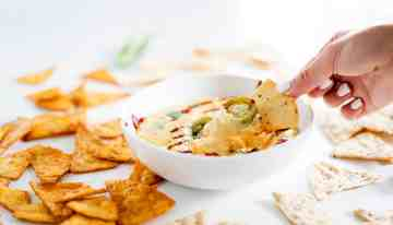 Sriracha Queso That You Need To Make This 4th of July