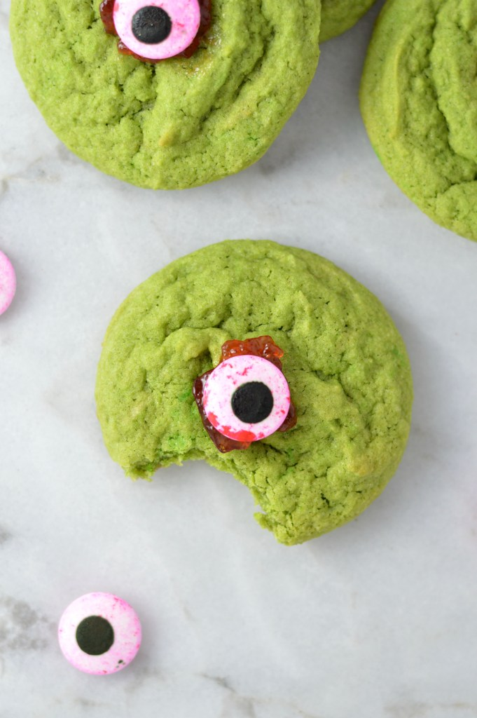 these monster eyeball cookies are perfect for halloween so easy and fun to make and