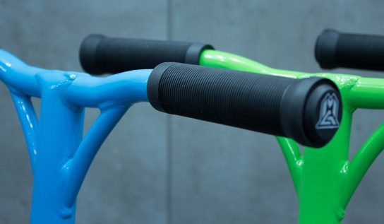 Y4 bars and the new 129mm soft Grind grips.