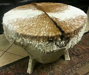 The top of the drum has a beautiful milky-way style pattern in the fur