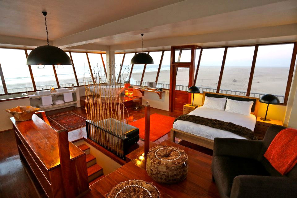Captains Cove - luxury honeymoon room at Pelican Point Lodge