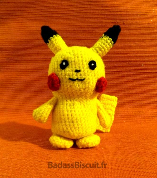 Un amigurumi du Pokémon Pikachu au crochet