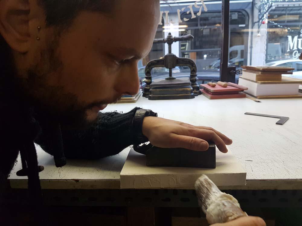 encollage-livre-atelier-reliure-relieur-geneve