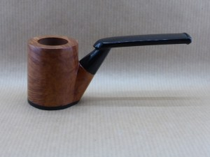presentation of a Horizon collection pipe worked with briar and ebony