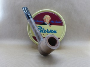Presentation of a superb tobacco pipe in walnut particularly ribbed and contrasted between sapwood and heart
