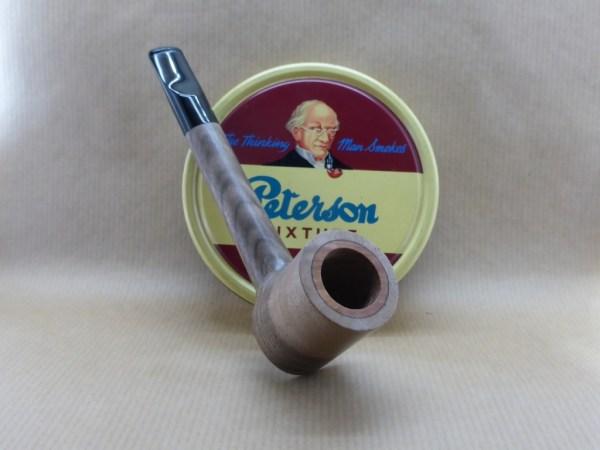 Présentation d'une superbe pipe en noyer particulièrement nervuré et contrasté aubier coeur