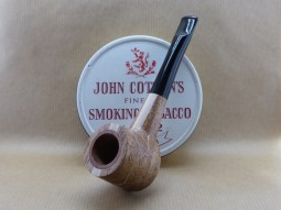 Presentation of a fancy pipe in Mahogany with undulations in light Beech