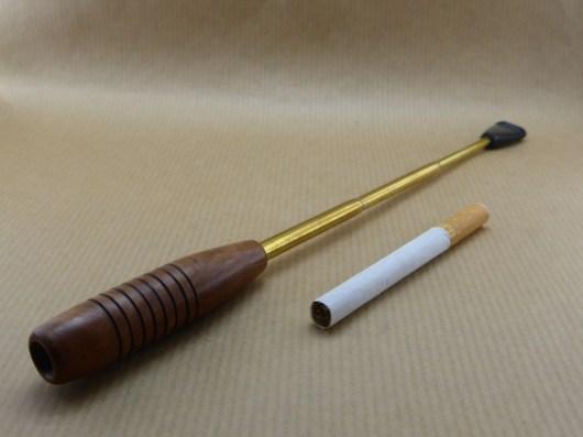 Superbre fume-cigarette de type charleston, en bruyère et long tube laiton