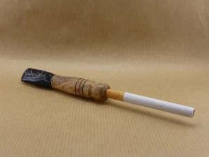 Presentation of an acrylic and Olive wood cigarette holder
