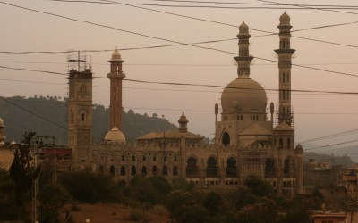 La construction d'une mosquée au Cachemire