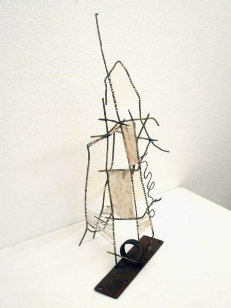 O.T. Eisen, Papier, Schnüre, Höhe 75cm