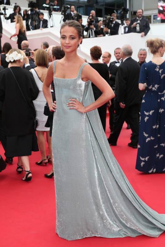 Alicia Vikander en robe Valentino de la collection haute couture printemps-été 2015