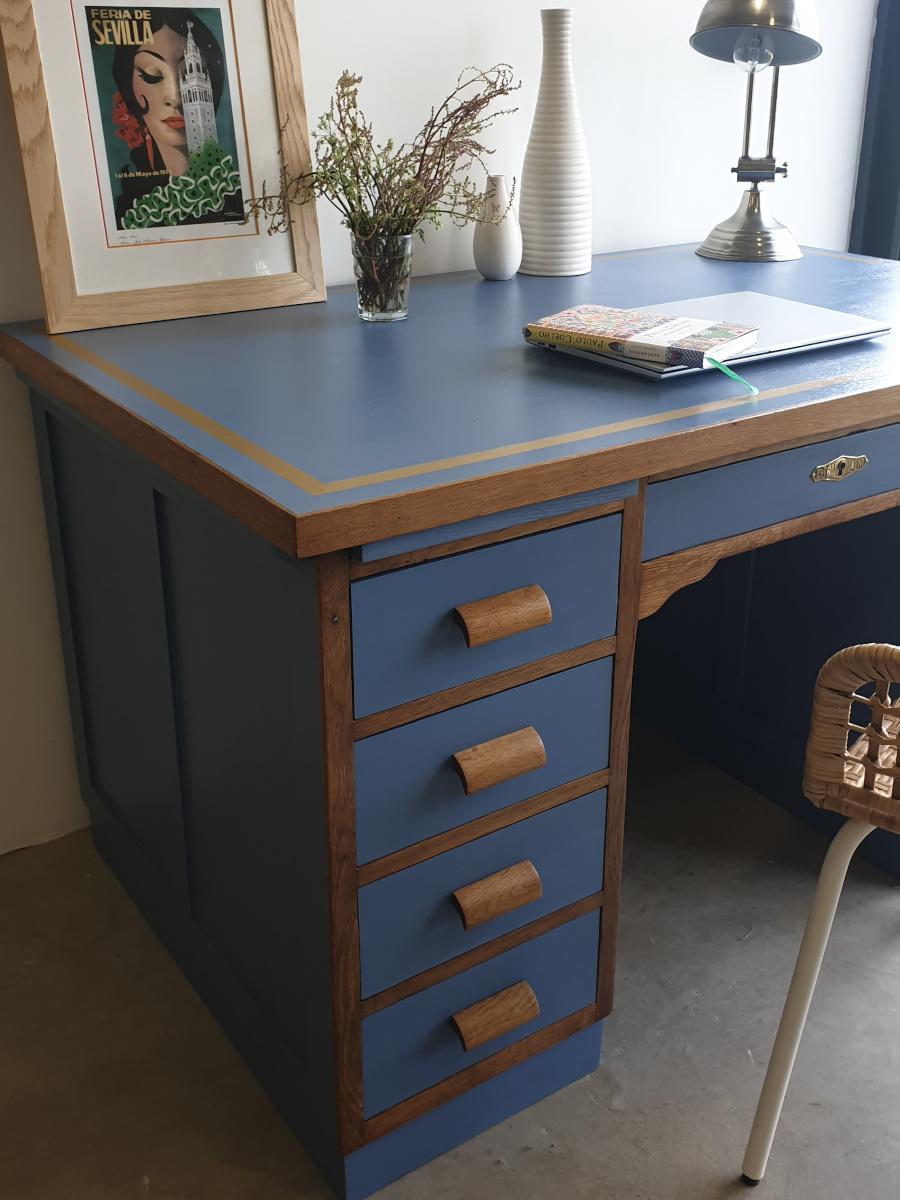 bureau bleu et chêne naturel