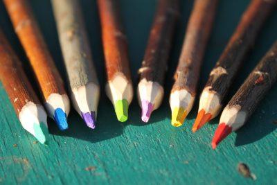 crayons de couleur en branches artisanat français lesperon landes