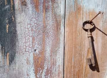 derrière la porte de l'atelier du crayon