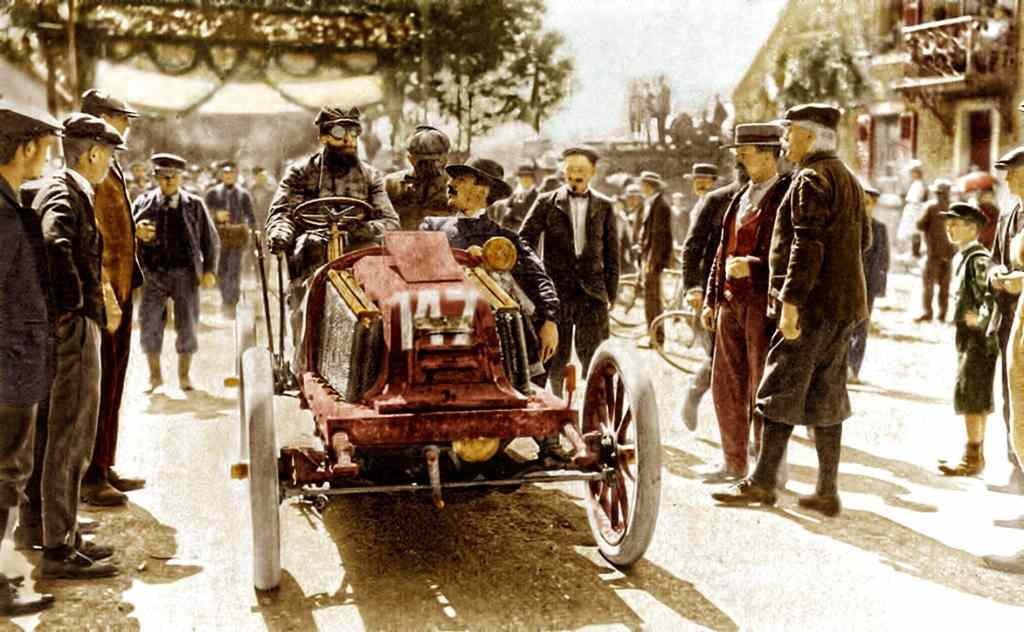 1902 photo noir/blanc reprise en couleur par un artiste, il ne s'agit pas de Camille Du Gast mais quand même de la course Paris Vienne Marcel Renault (Renault 4 cyl 5.4L )1st source Motorsporthistory