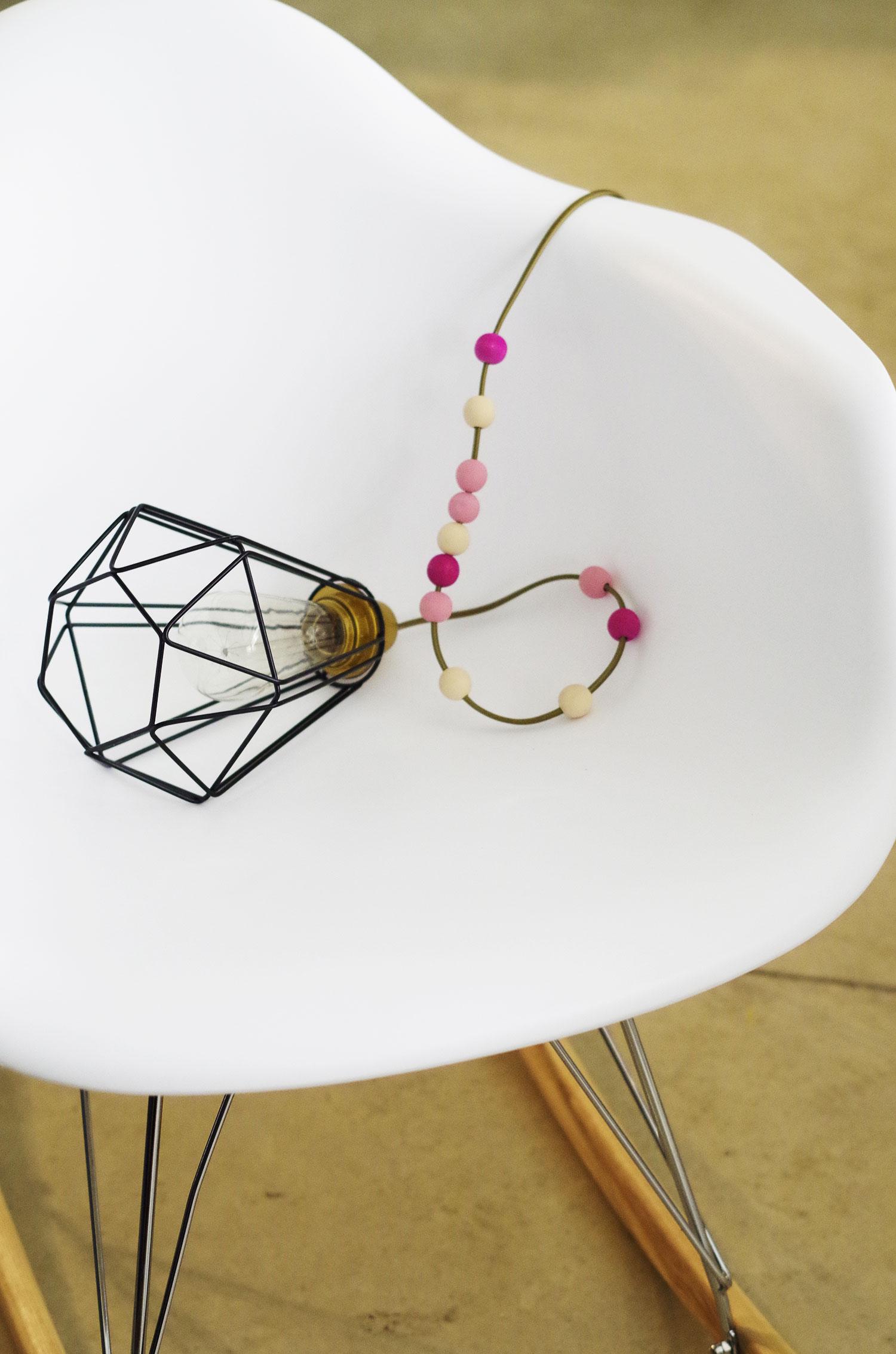 Je décore le fil de ma baladeuse avec des perles