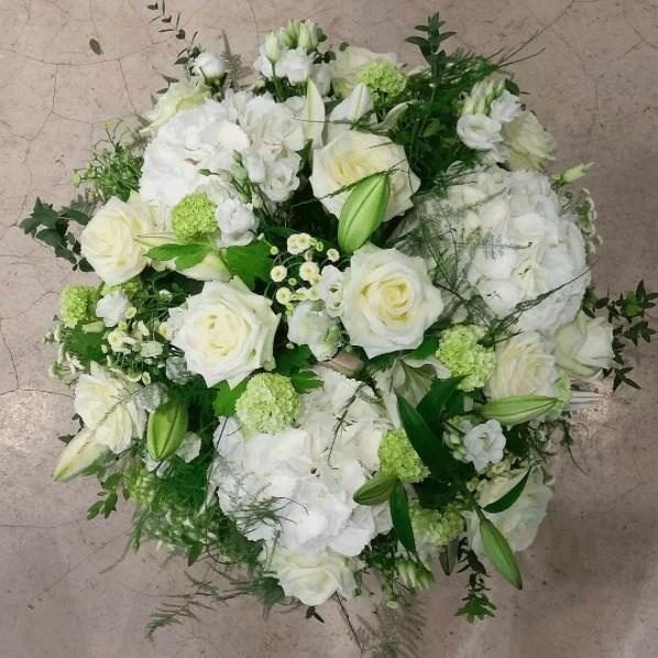 corbeille-deuil-blanche-Atelier-Lavarenne-fleuriste-lyon