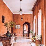 Cómo decorar pasillos largos
