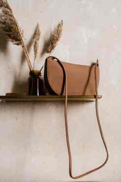 Faros half moon bag chestnut von monk & ANNA