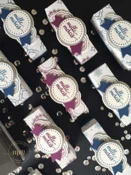 Minis boîtes à chocolat perforatrice jolie étiquette et son tutoriel par Marie Meyer Stampin up - http://ateliers-scrapbooking.fr/ - Tutorial Mini Chocolate box, Eastern Beauty Stamp, Pretty Label Punch, Duet Banner Punch – Hübsche kleine Verpackung für Schokolade Anleitung, Zier-Etikett Stanzen, Bannerduo Stanzen, Schönheit des Orients Stempel