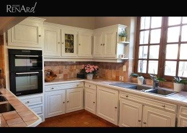 Meubles de cuisine en chêne peints patinés