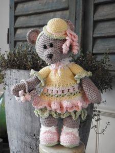 2889/ 69040-035Funny bear Tilly