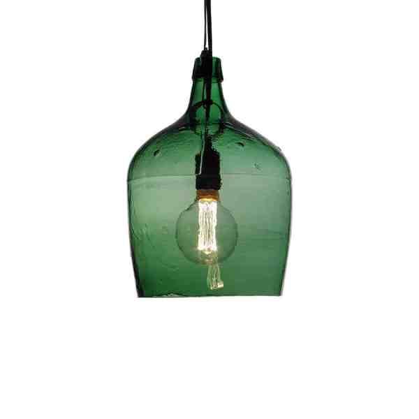 Frilagd produktbild på liten grön damejaeannelampa med tänd lampa
