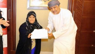 Photo of مؤسسة الزبير تكرم مبدعة عُمانية فازت بالمركز الأول في مسابقة عربية