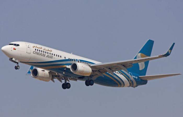 تحويل رحلتين للطيران العماني إلى مطارين إماراتيين