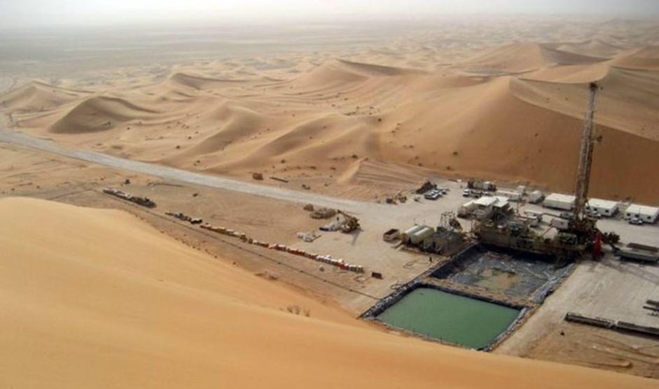 رويترز: السلطنة ستخفض إنتاجها من النفط