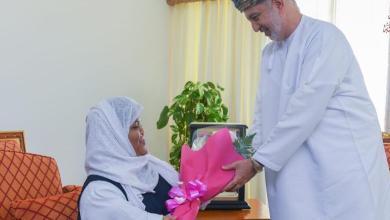 Photo of وزير يكرّم طالبة عمانية حصدت الأول في مسابقة خليجية بالإمارات