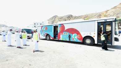 صورة خدمة فريدة في السلطنة : حافلات مهيأة لفحص كورونا مجانًا
