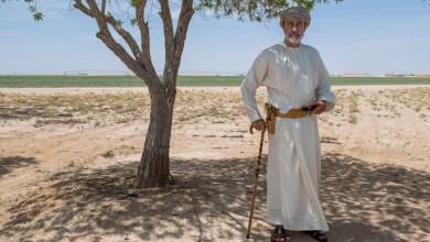 صورة بالصور: جلالة السلطان يزور مزرعة زينة الصحراء