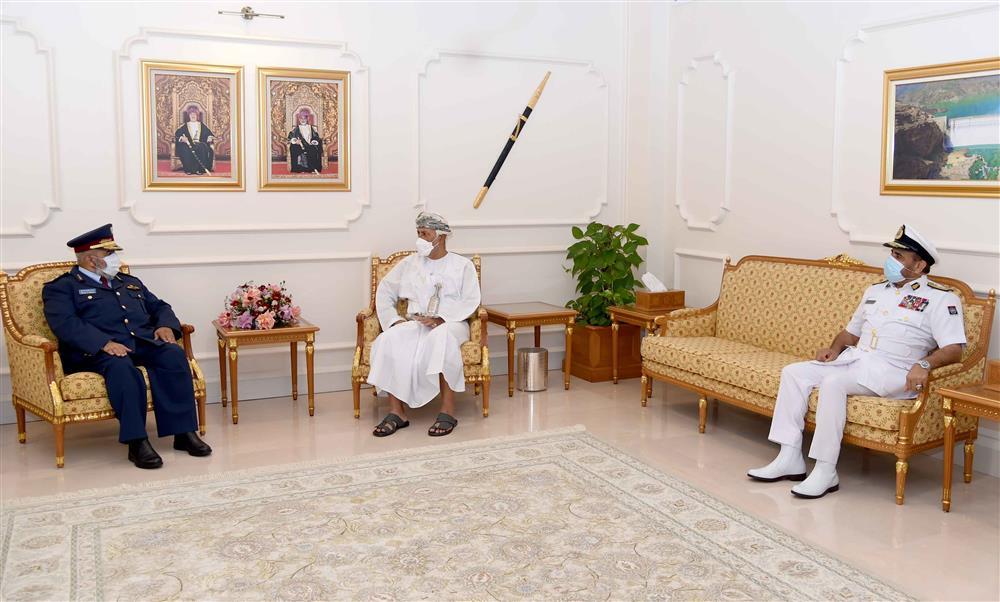 سمو السيد شهاب يستقبل رئيس أركان القوات المسلحة القطري