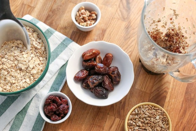 Nuts And Oatmeal Athelio