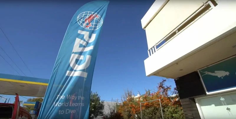 video of a dive center and courses in the water