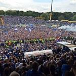 Darmstadt feiert den Aufstieg (Foto: athletic-brandao.de)