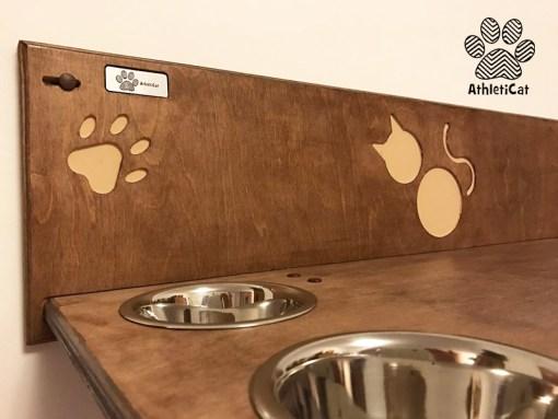Mensola per gatti in legno con ciotole
