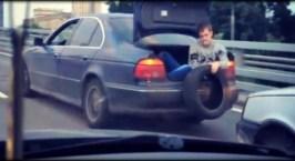 Μια απίθανη ρυμούλκηση αυτοκινήτου…