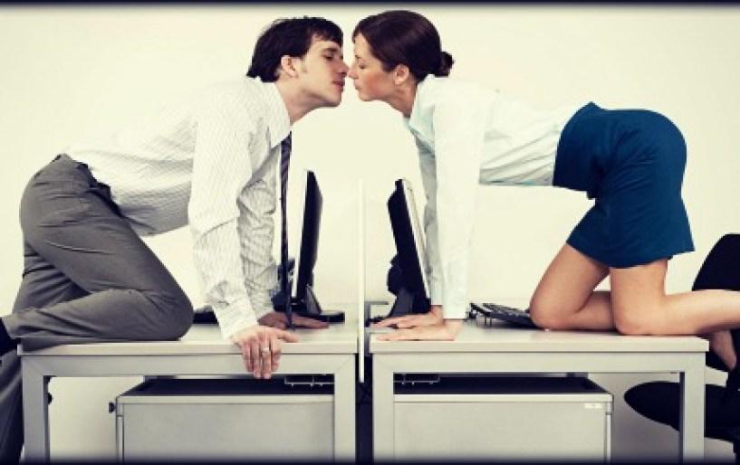 Τι ποσοστό κάνει σεξ στο γραφείο με συνάδελφο;